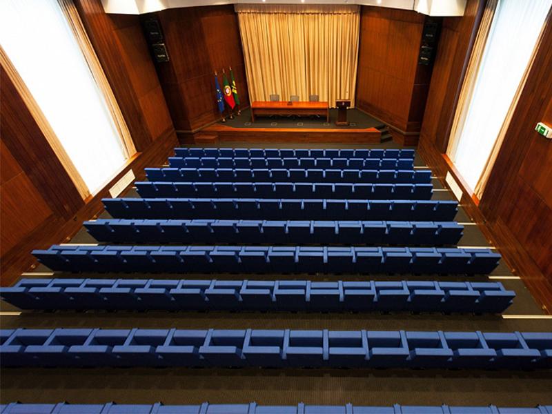 auditorium-of-the-practice-school-portugal.jpg